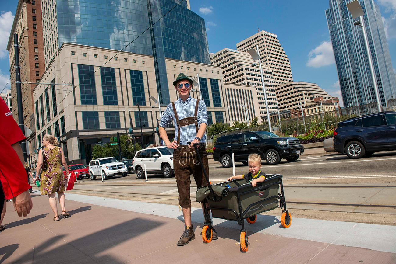 Tom Baden carts his son Finnick around in his wagon / Image: Joe Simon // Published: 9.22.19
