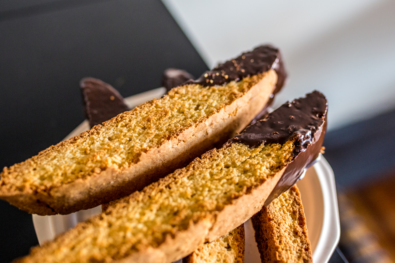 Chocolate dipped biscotti / Image: Catherine Viox // Published: 8.1.19