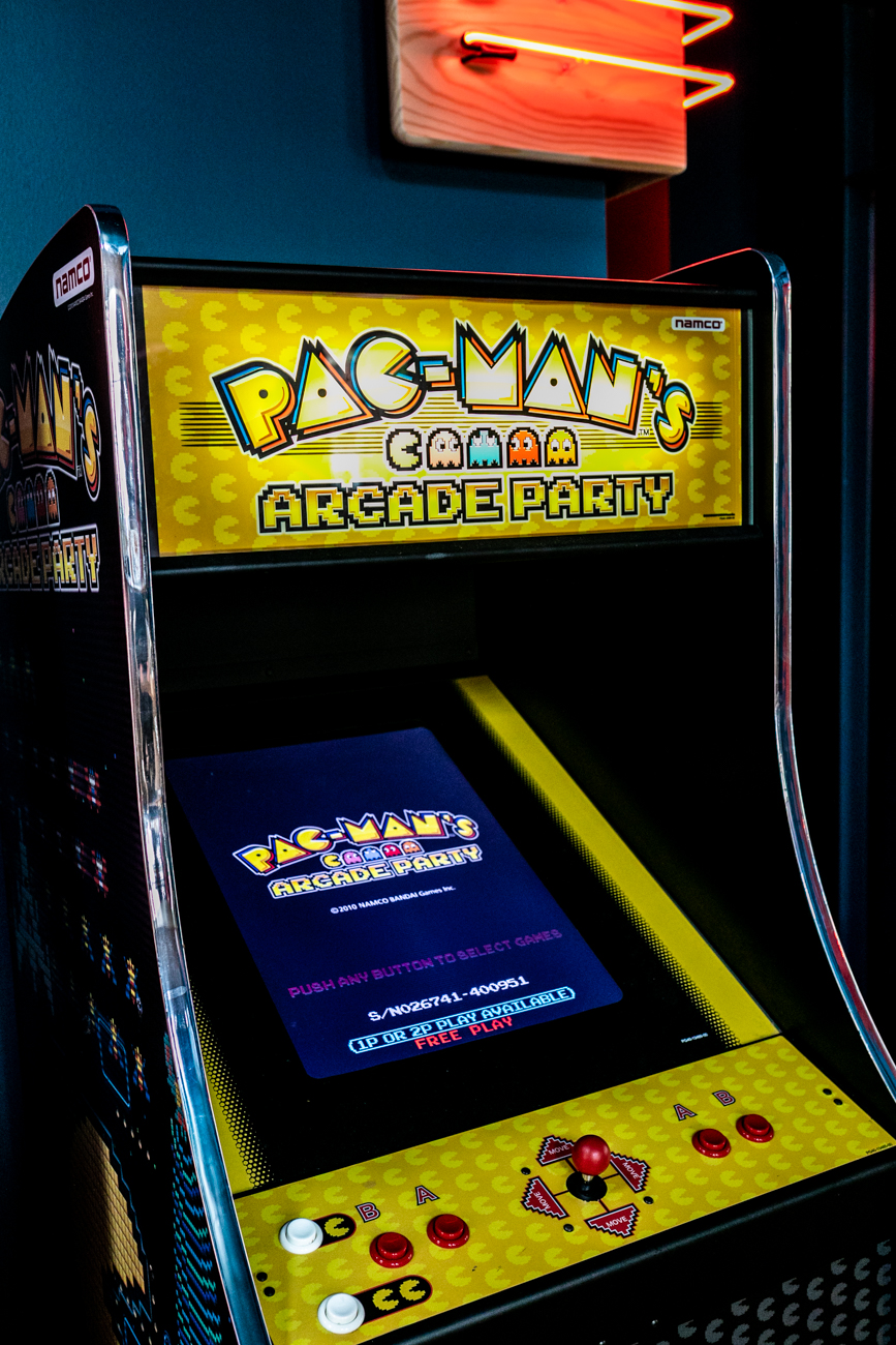 Yes, Homemaker's Bar has Pac-Man! / Image: Amy Elisabeth Spasoff // Published: 9.9.19