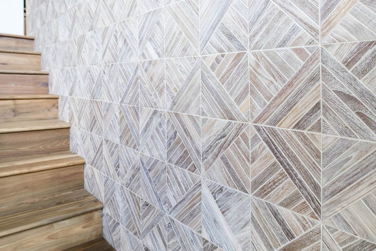 Wall coverings made of reclaimed teak wood from Indo Teak Design{ }/ Image courtesy of Greener Stock // Published: 2.6.20