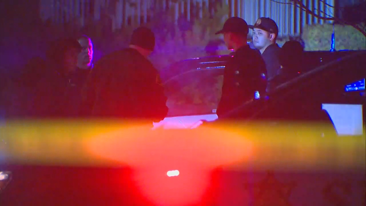 Law enforcement investigates the fatal shooting of a 22-year-old man Saturday, Dec. 30, 2017, in Lynnwood. (KOMO file photo)