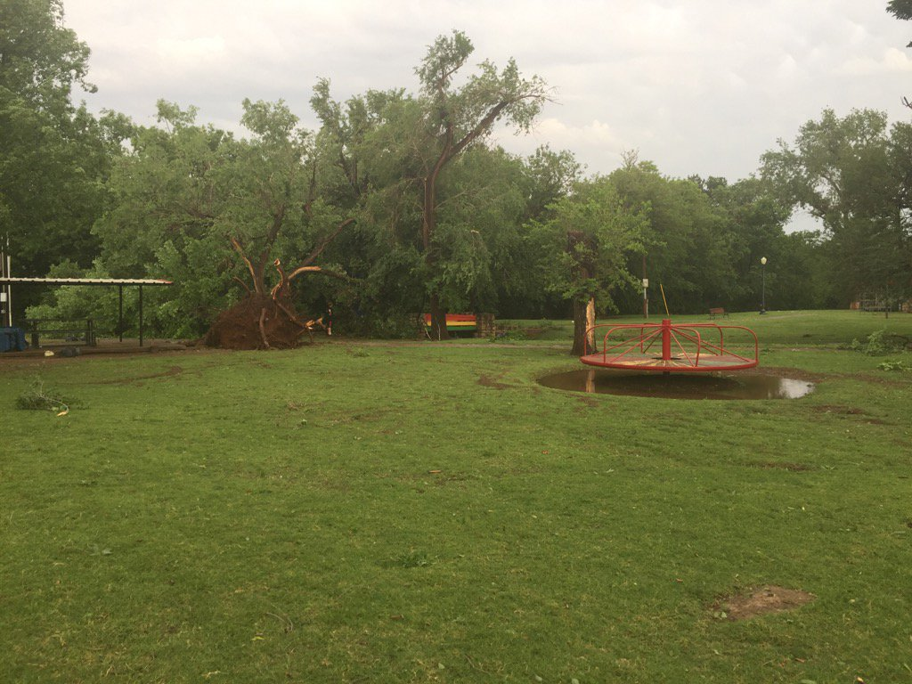 Storm damage May 18 in Cordell. (KOKH/Phil Cross)