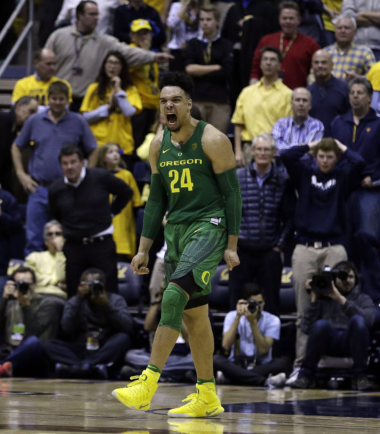 Oregon's Dillon Brooks (24) celebrates after making the game winning score against California in the second half of an NCAA college basketball game, Wednesday, Feb. 22, 2017, in Berkeley, Calif. Oregon won 68-65. (AP Photo/Ben Margot)