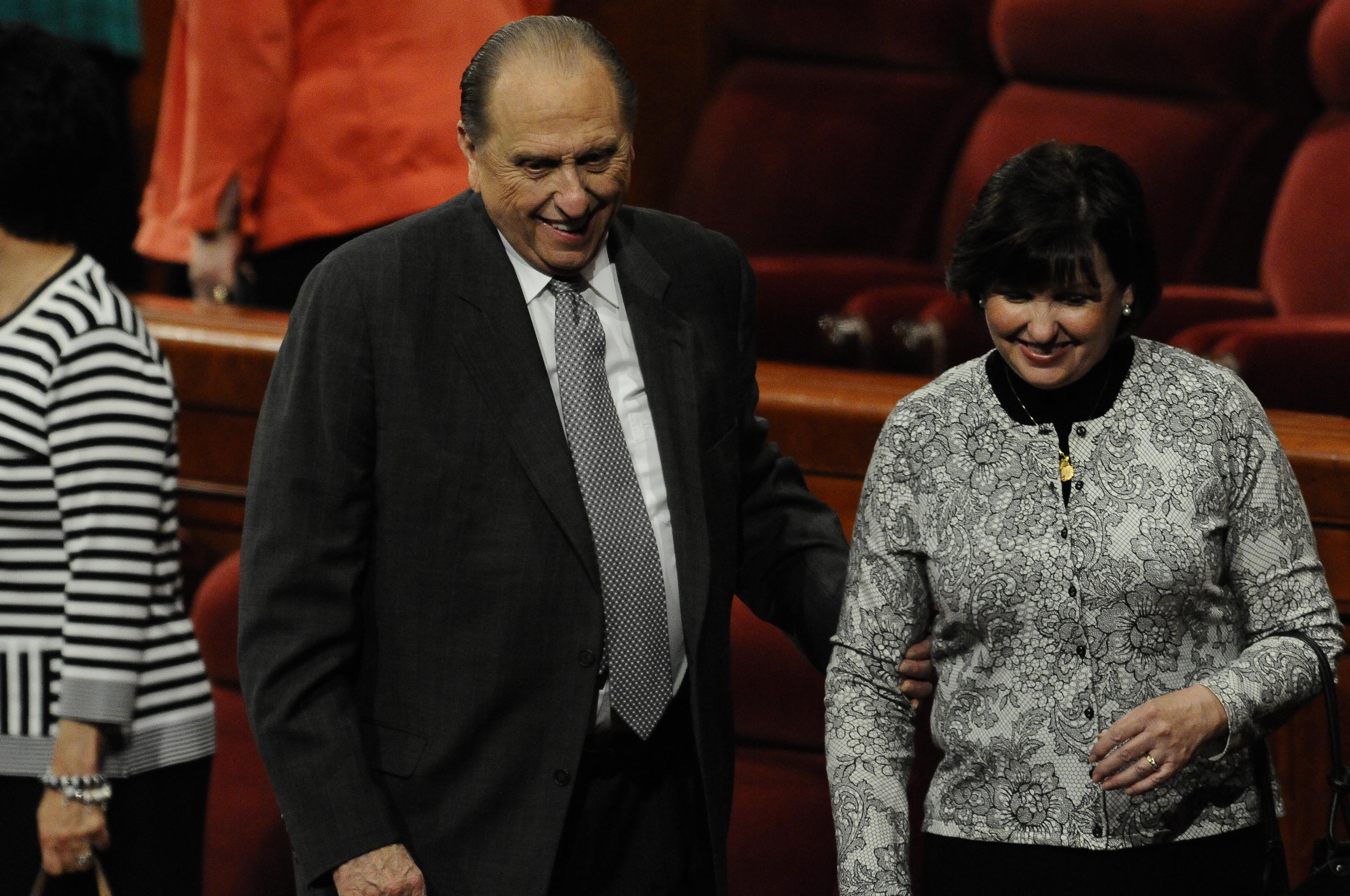 President Monson with his daughter, Ann, at the October 2010 General Conference. (Photo: MormonNewsroom.org)<p></p>