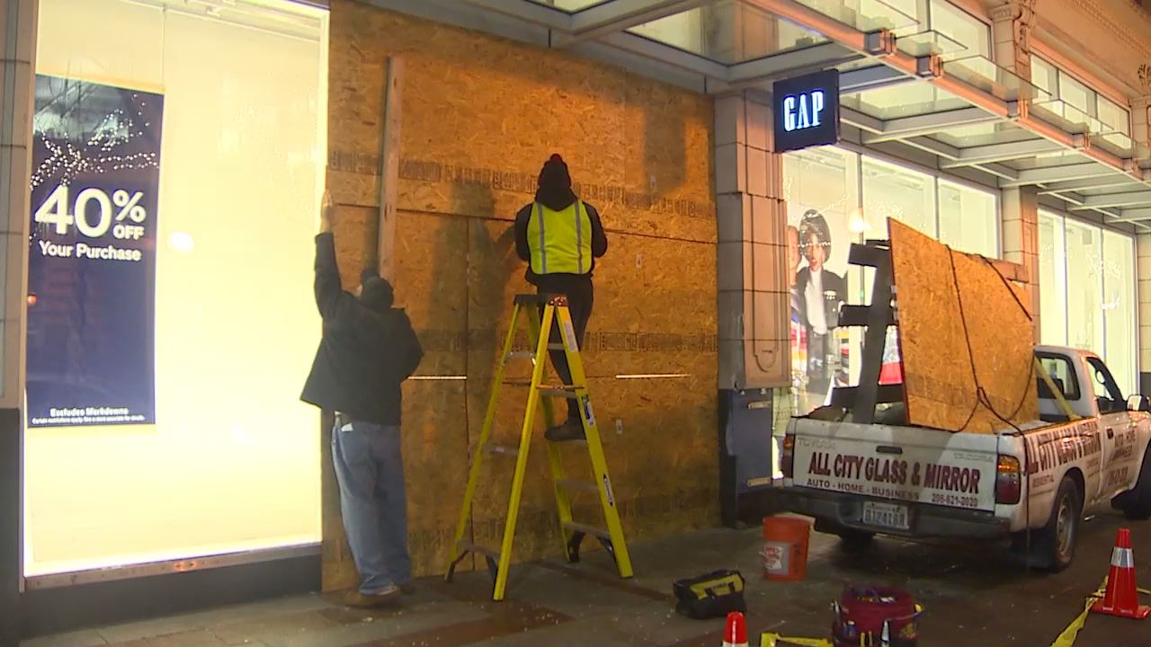 Workers repair windows after a van crashed through the front of the Gap store in Downtown Seattle. (Photo: KOMO News)<p></p>