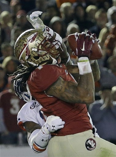 Florida State's Kelvin Benjamin catches a touchdown pass during the second half of the NCAA BCS National Championship college football game against Auburn Monday, Jan. 6, 2014, in Pasadena, Calif.