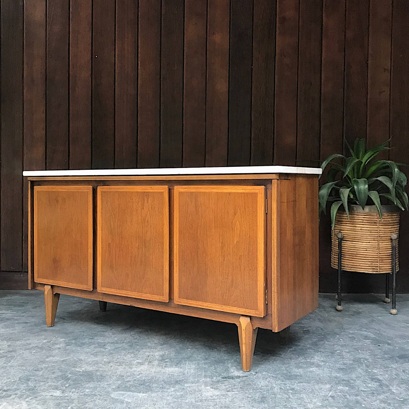 Mid century modern has been having quite the moment, and rather than scour through Craigslist ads every weekend searching for the best finds, I prefer to scroll through the wares handpicked by Tarly of BrainWashington. (Image: Courtesy BrainWashington)
