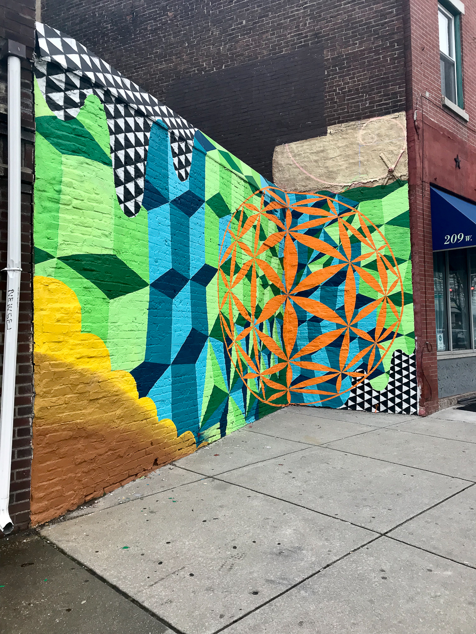 LOCATION: W. Girard Ave / NEIGHBORHOOD: Kensington (Northern Philly) / Image: Tiffany Hudson // Published: 4.6.18