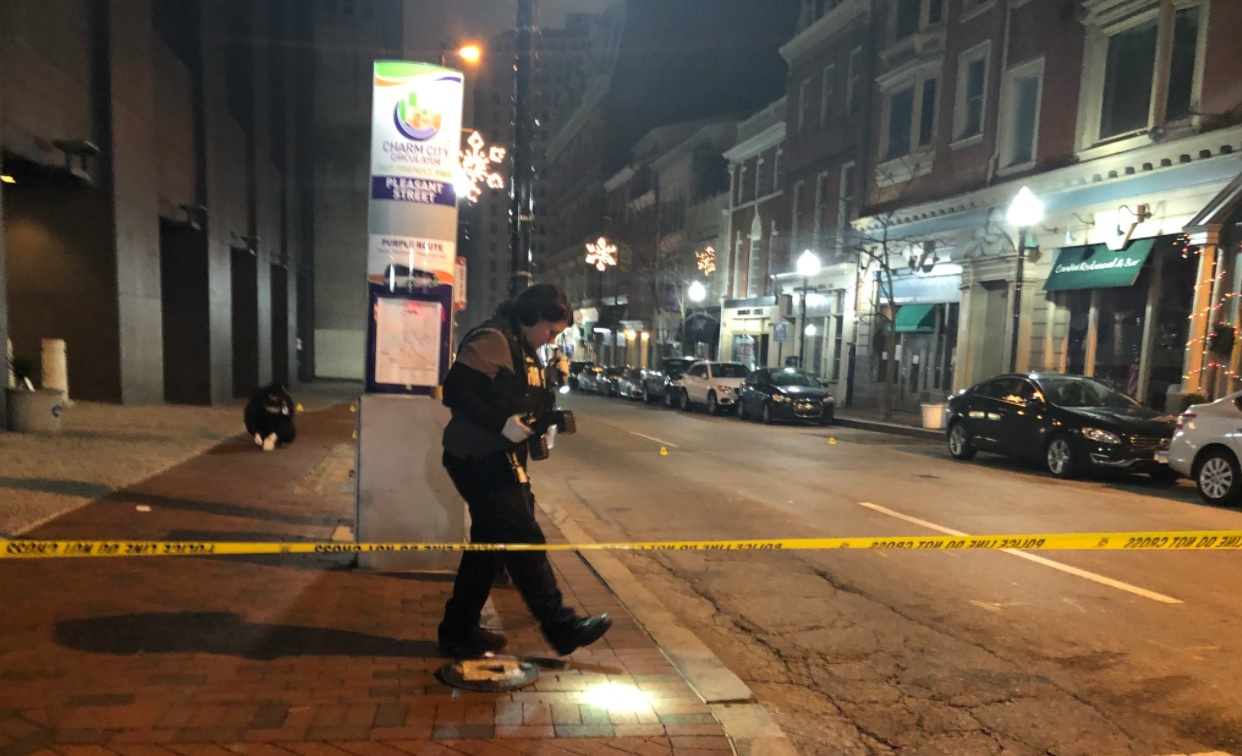 Police: suspects shoot at officers after robbing downtown convenience store, flee location