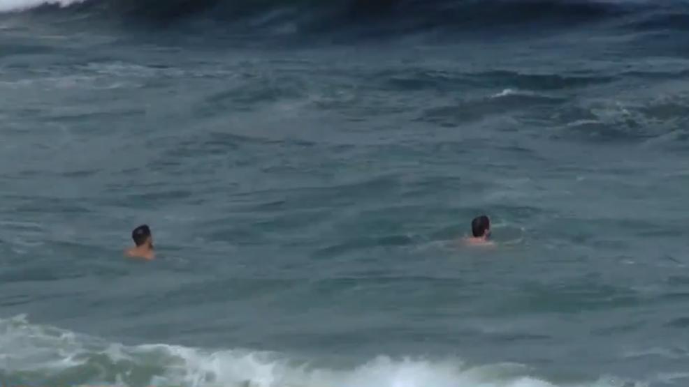 Palm Beach County Beaches Remain Open Despite Presence Of Red Tide