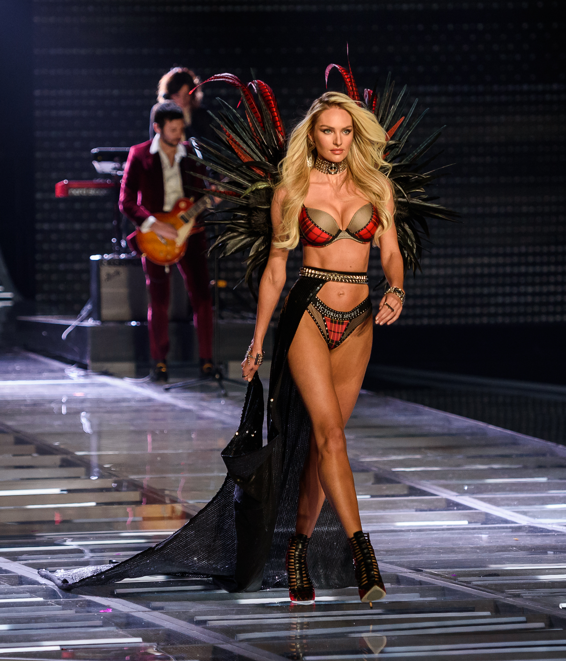 Victoria's Secret Fashion Show 2017 - Runway                                    Featuring: Candice Swanepoel                  Where: Shanghai, China                  When: 20 Nov 2017                  Credit: WENN.com