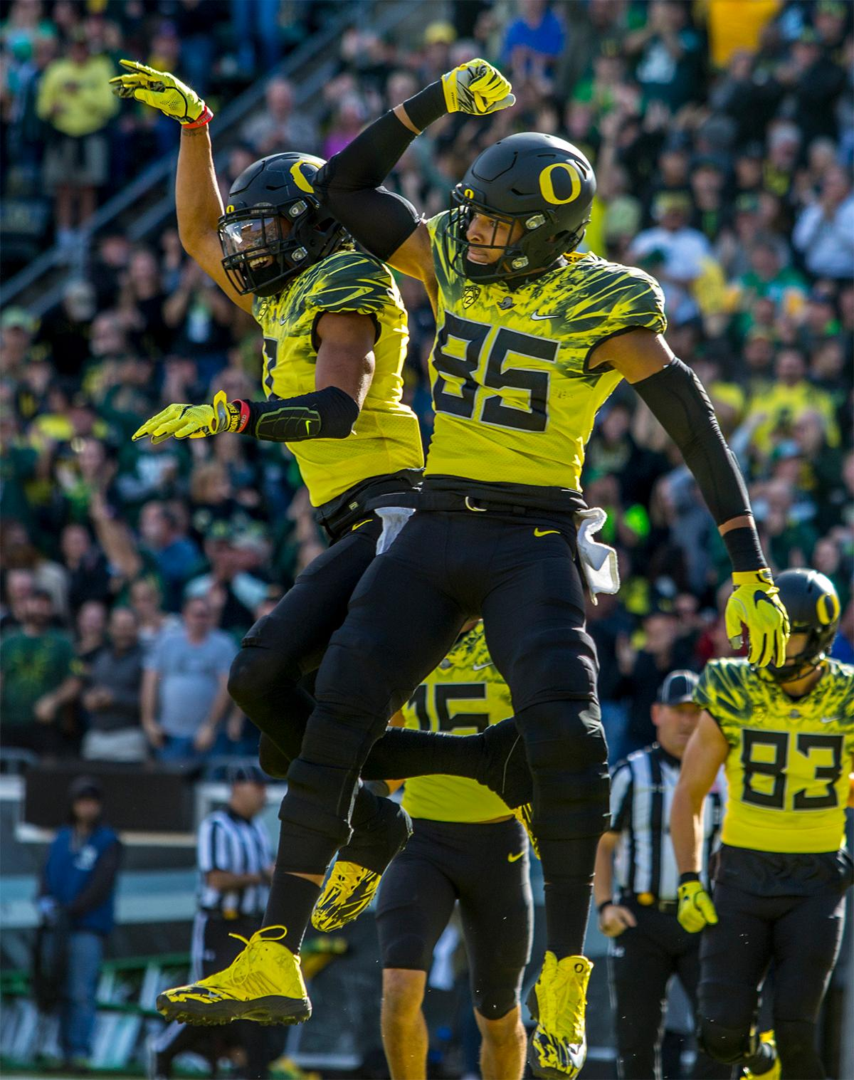 The Duck's Pharaoh Brown (#85) celebrates making a touchdown. Oregon lead at the end of the 1st half 30-14. Photos by August Frank, Oregon News Lab
