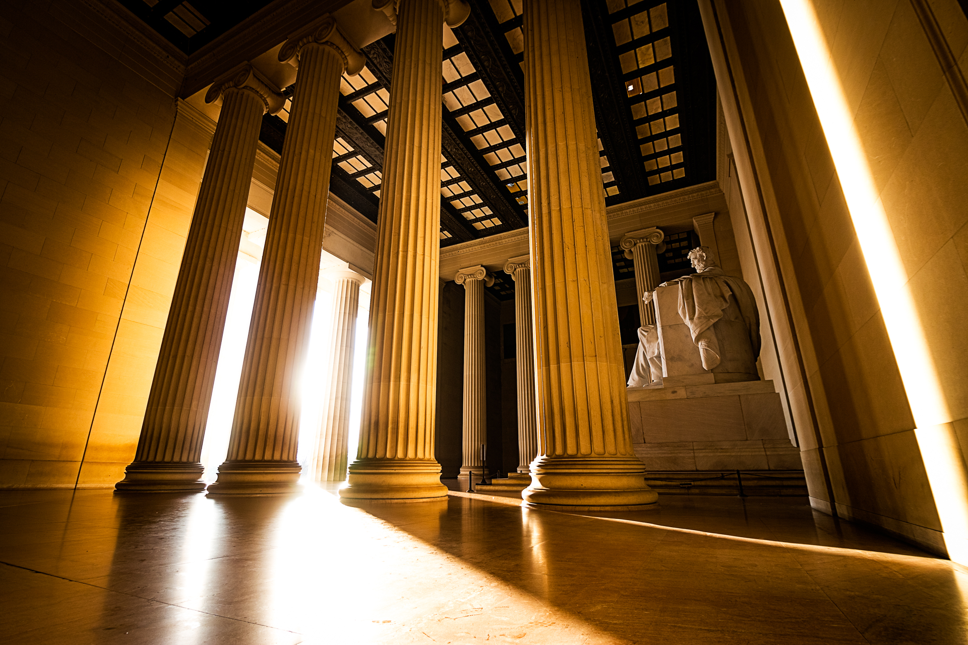 Heroes Grace – Early morning light enters the Lincoln Memorial (Image: Zack Lewkowicz)<p></p>