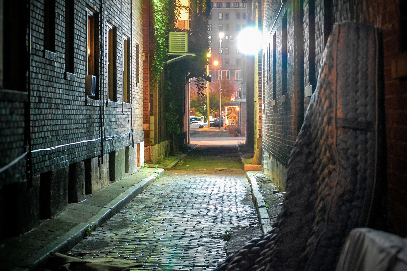 NAME: Goshen Alley / CONNECTS: 8th Street to 9th Street / NEIGHBORHOOD: Downtown / Image: Phil Armstrong, Cincinnati Refined