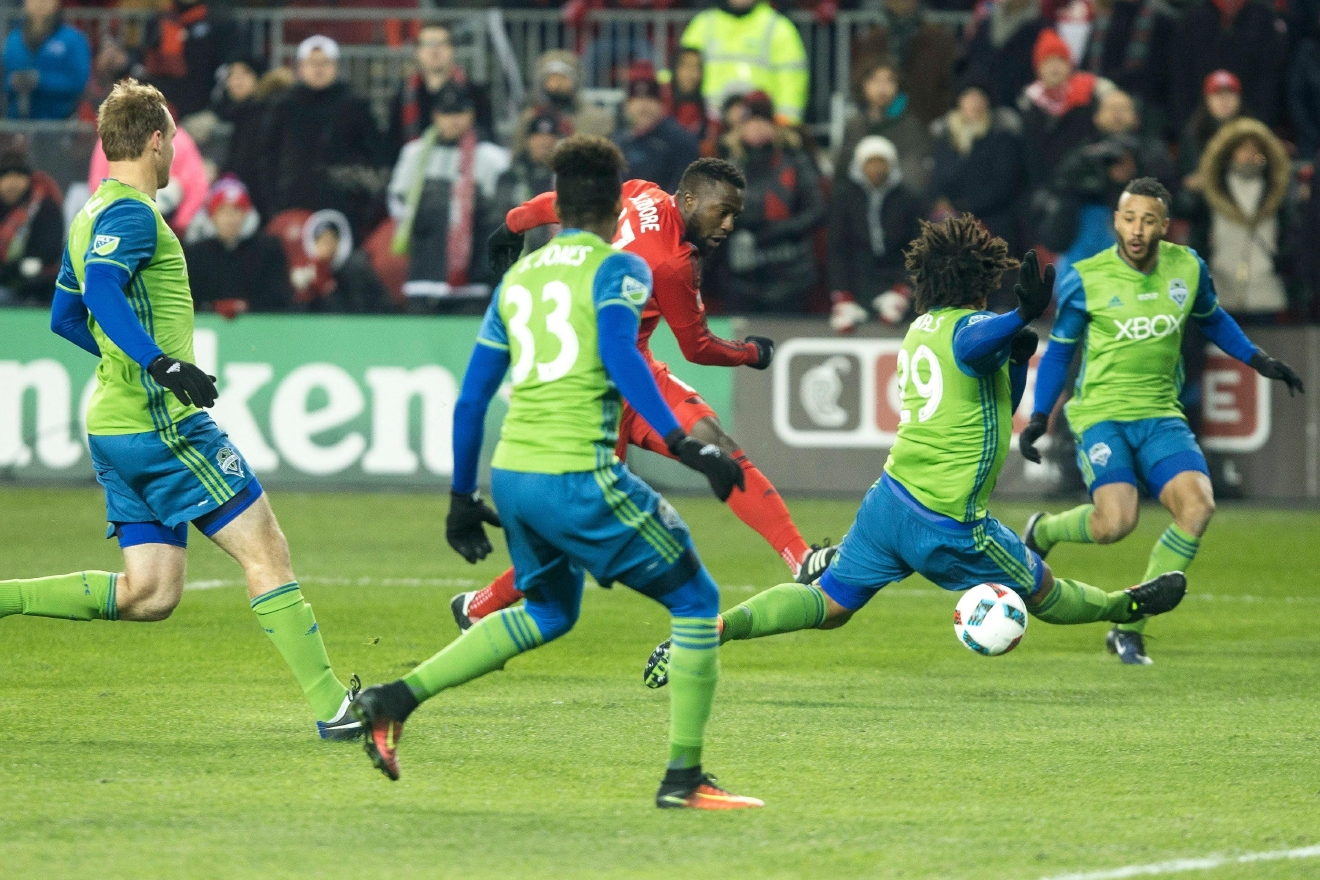 Toronto FC forward Jozy Altidore, center, shoots at the goal despite pressure from the Seattle Sounders defense during first-half MLS Cup final soccer action in Toronto, Saturday, Dec. 10, 2016. (Chris Young/The Canadian Press via AP)