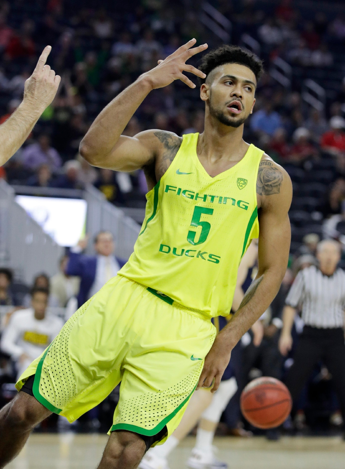 Oregon's Tyler Dorsey reacts after scoring against California during the first half of an NCAA college basketball game in the semifinals of the Pac-12 tournament Friday, March 10, 2017, in Las Vegas. (AP Photo/John Locher)