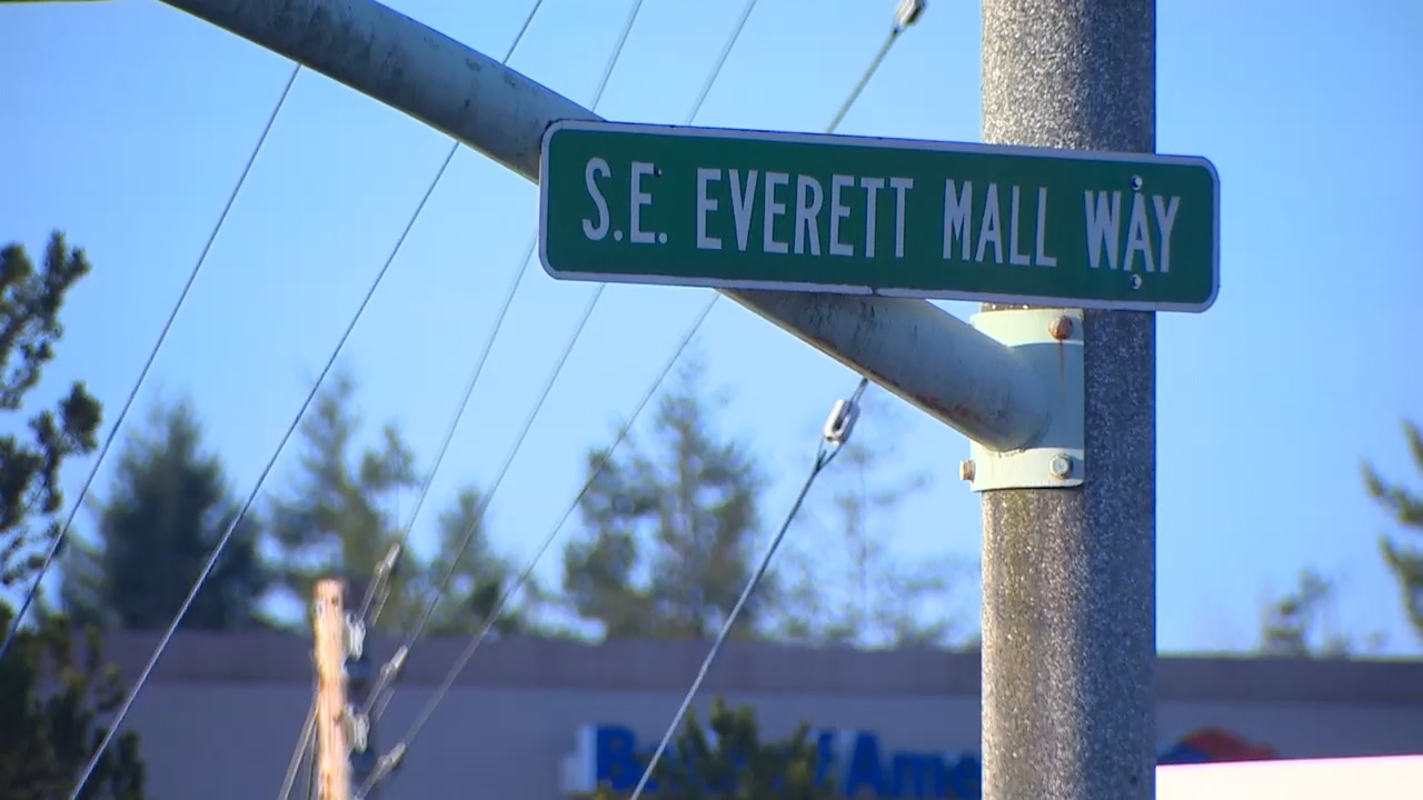 <p>Police say they less than a handful of reports from people who say they were out along Southwest Everett Mall Way when they realized their wallets were gone. (Photo: KOMO News)</p>