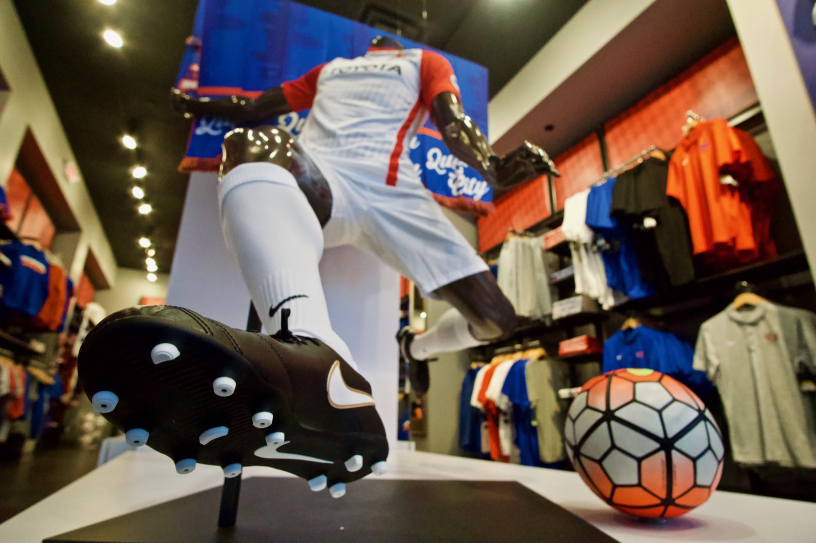 4th Street has a soccer merch store: FC Cincinnati Team Shop / ADDRESS: 43 E 4th Street / Image: Brian Planalp // Published: 4.23.18