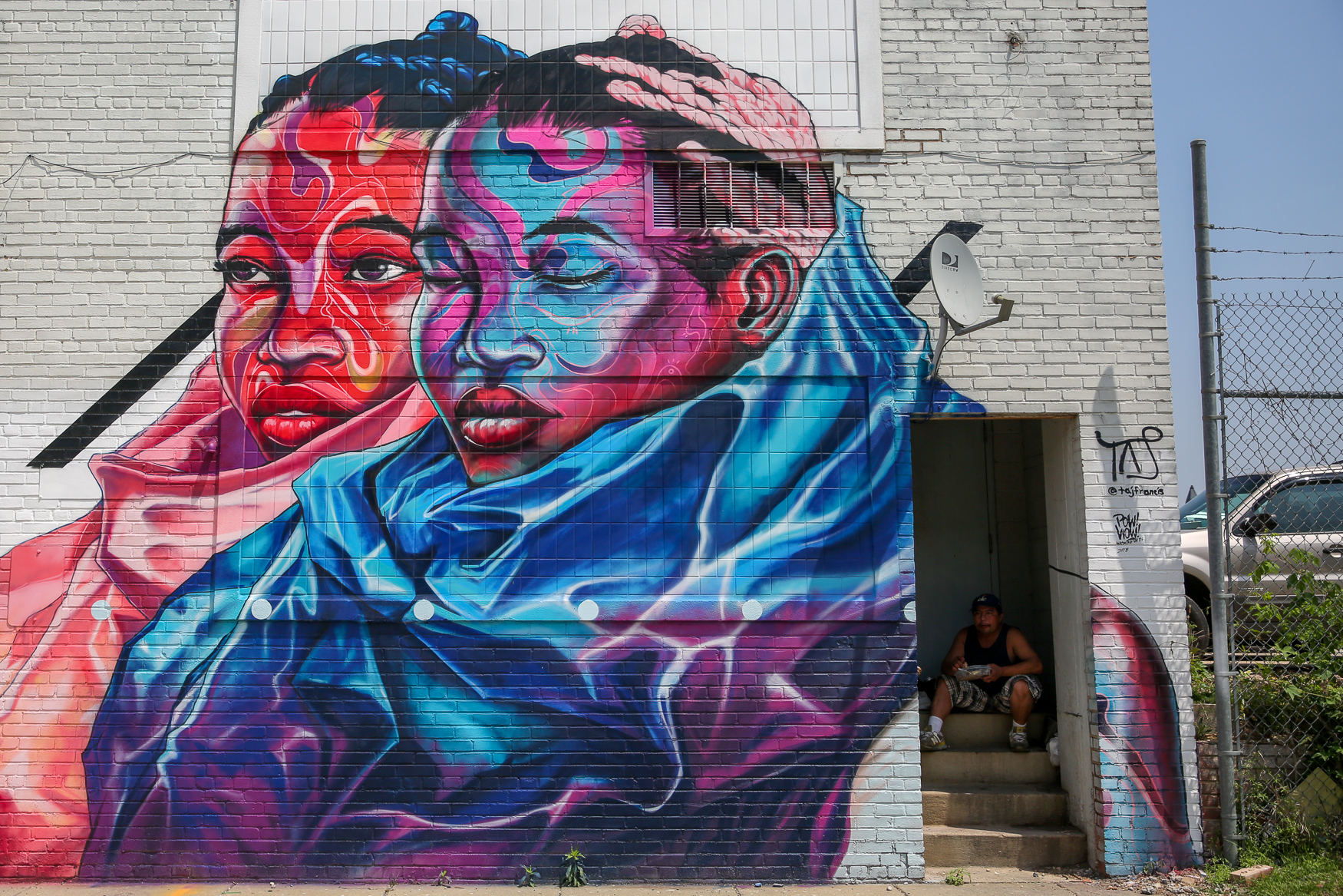 POW! WOW!, an international mural festival, came to D.C. earlier this month and brought life to the streets of NoMa by inviting twenty artists from around the world to decorate The District. You can find a mp