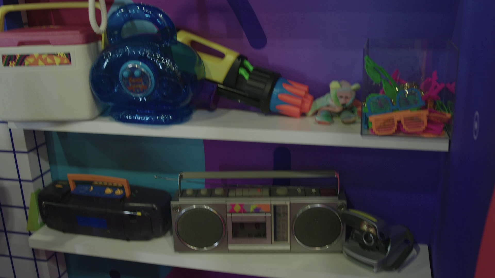 vlcsnap-2019The Adobe Summit in Las Vegas features a 1994 escape the room-style event where you will explore life in a 90s corporate office, video rental store, and living room (Photos Courtesy Hotwire Global)-03-27-12h43m22s782.png