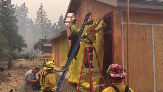 Firefighters protect home from advancing Eagle Creek Fire - KATU photo from reporter Keaton Thomas.jpg