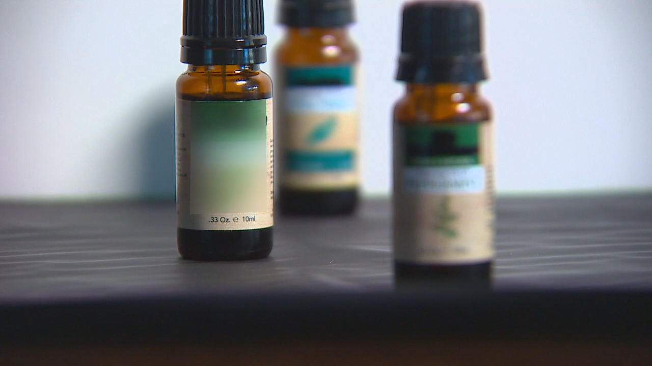Are you diffusing oils in your home? Depending on the kind of oil you use, you could be hurting your cat. (Photo: KOMO News)