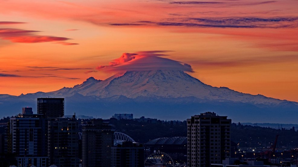 Photos: Mt. Rainier puts on a show with dazzling lenticular clouds