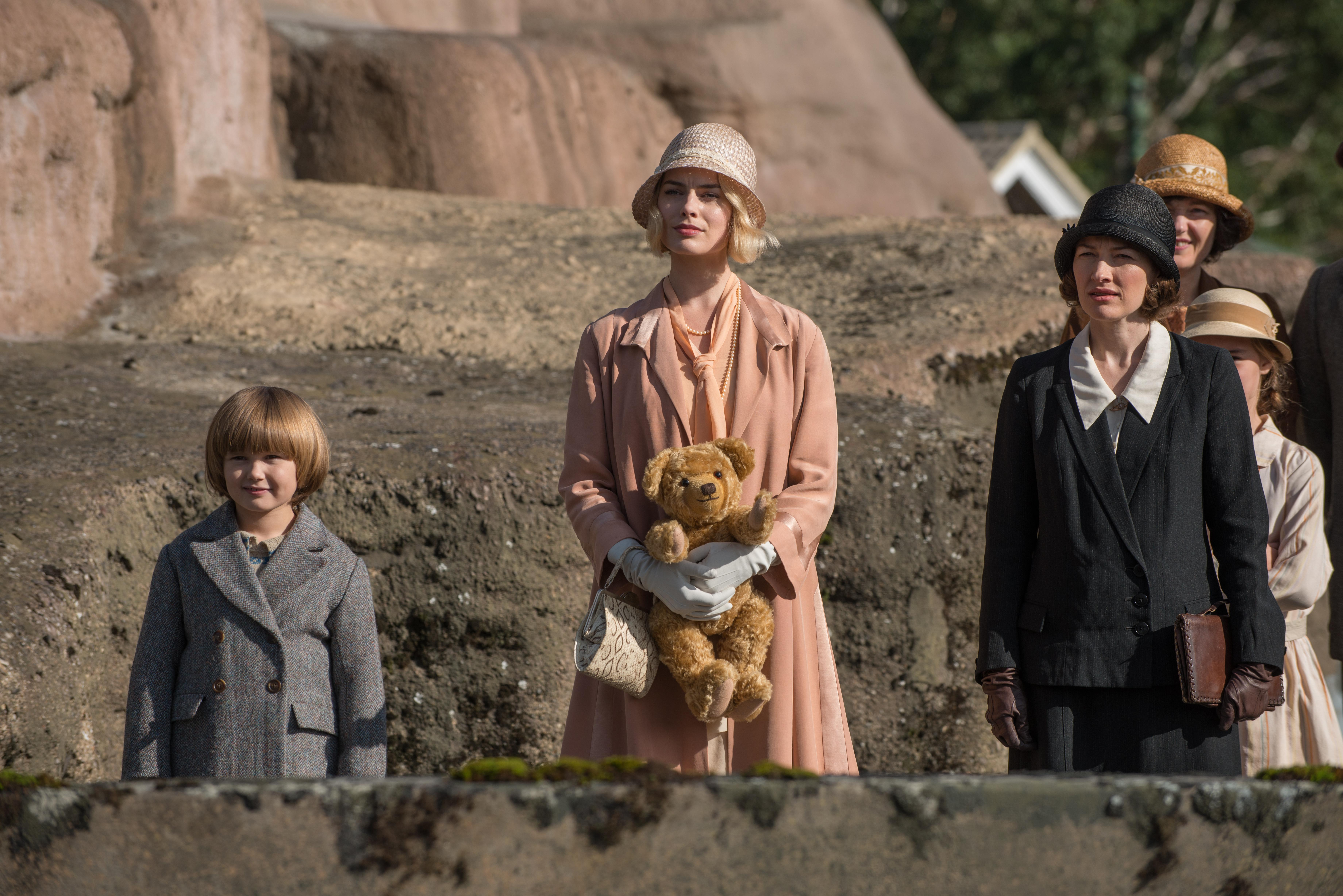 Will Tilston, Margot Robbie and Kelly Macdonald in the film GOODBYE CHRISTOPHER ROBIN. Photo by David Appleby. © 2017 Twentieth Century Fox Film Corporation All Rights Reserved