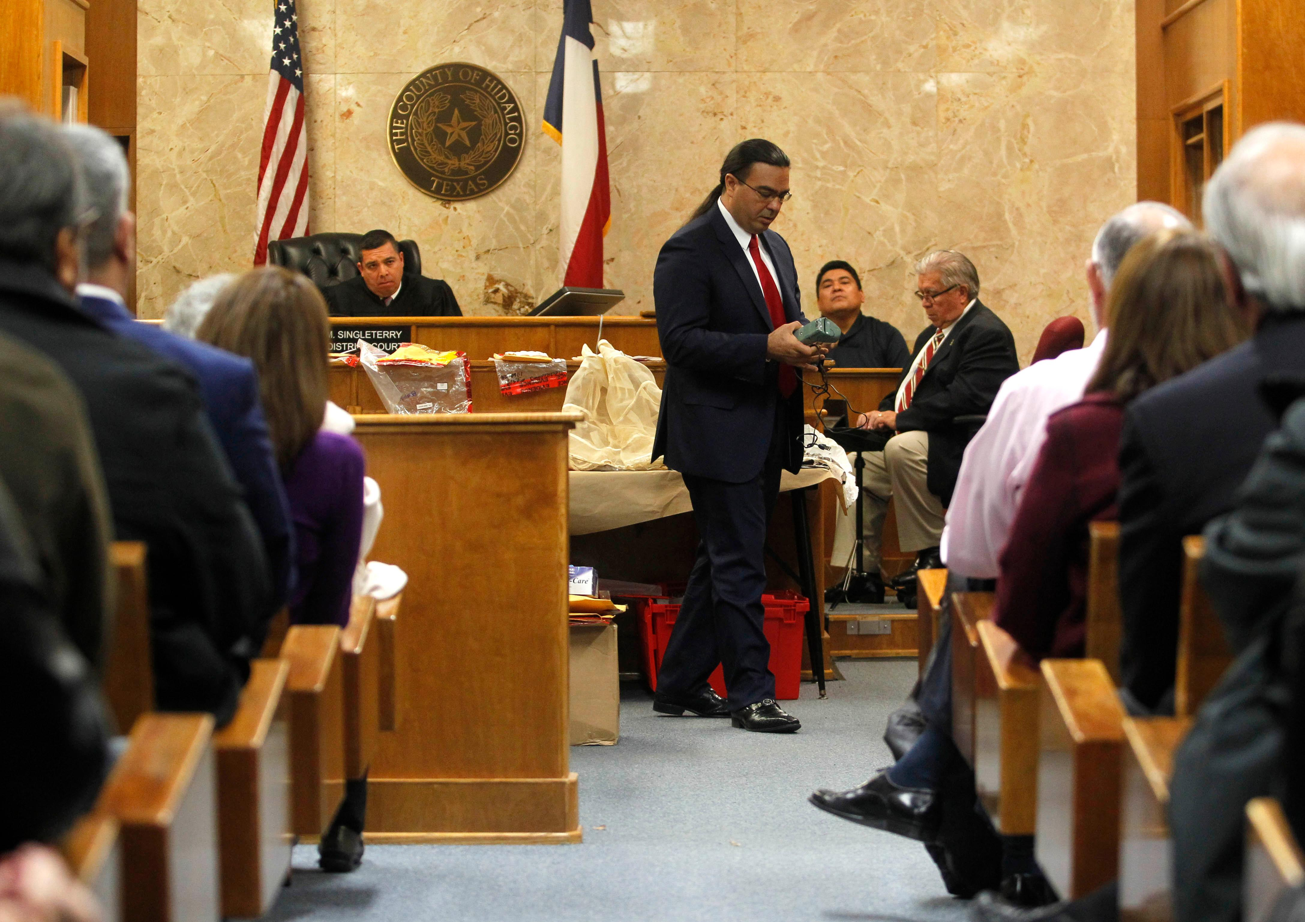Defense attorney O. Rene Flores presents his closing argument in John Bernard Feit's trial for the 1960 murder of Irene Garza in the 92nd state District Court Thursday, December 7, 2017, at the Hidalgo County Courthouse in Edinburg. (Nathan Lambrecht/The Monitor/Pool)