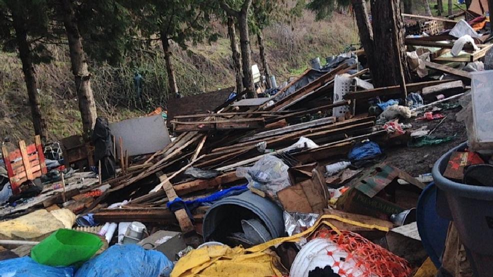 Crews clear homeless camp in North Portland | KATU