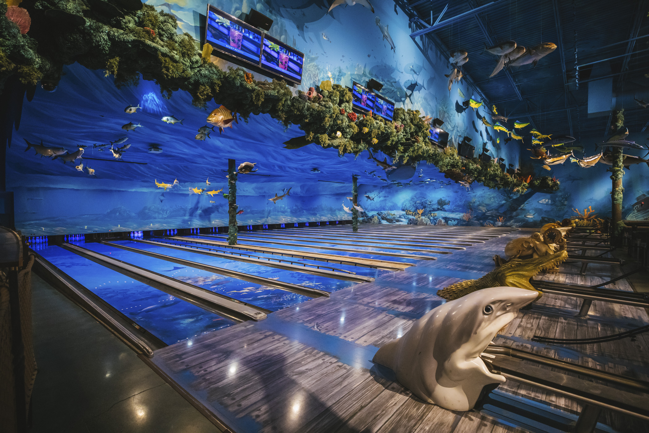 "Talk a-boat a catch! Uncle Buck's Fish Bowl & Grill is an ocean-themed restaurant & bowling alley in Tacoma, WA will truly knock your...galoshes off? With 12 full lanes of bowling, custom bowling balls like octopi, mermaids and camouflage, and wooden ""dock"" bowling lanes all surrounded by hand-painted murals of underwater scenery like sea turtles, sharks, stingrays, and fish hanging from the ceiling. If this sounds like the place for a party - you'd be right! You can rent out the Trophy Room for events. More info, hours and prices{&nbsp;}<a  href=""https://www.unclebucksfishbowlandgrill.com/"" target=""_blank"">online</a>. (Image: Sunita Martini / Seattle Refined){&nbsp;}"