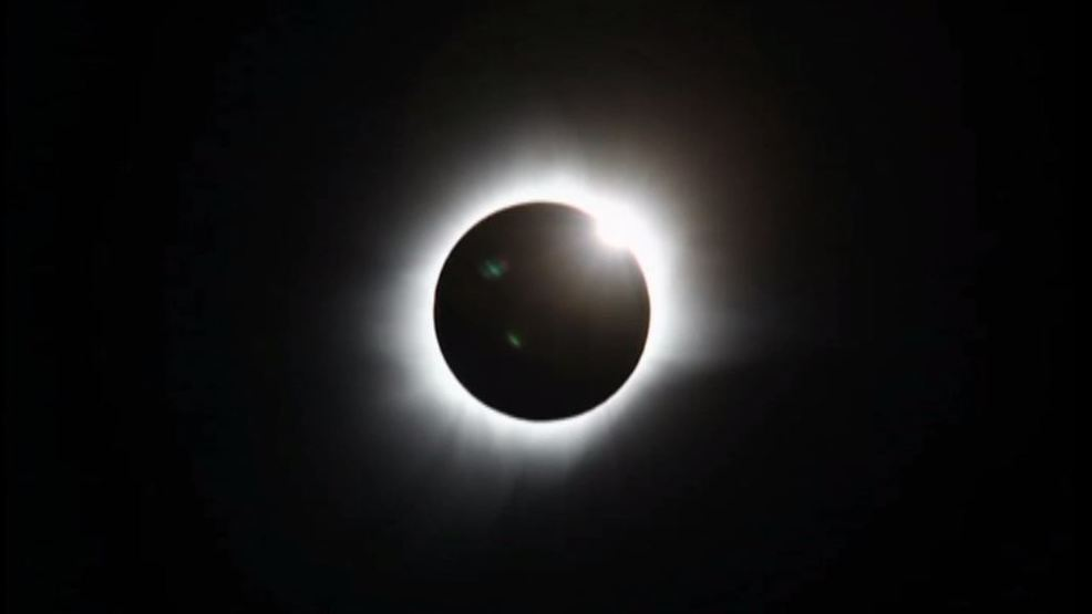 Astronomy and physics professor talks solar eclipse totality