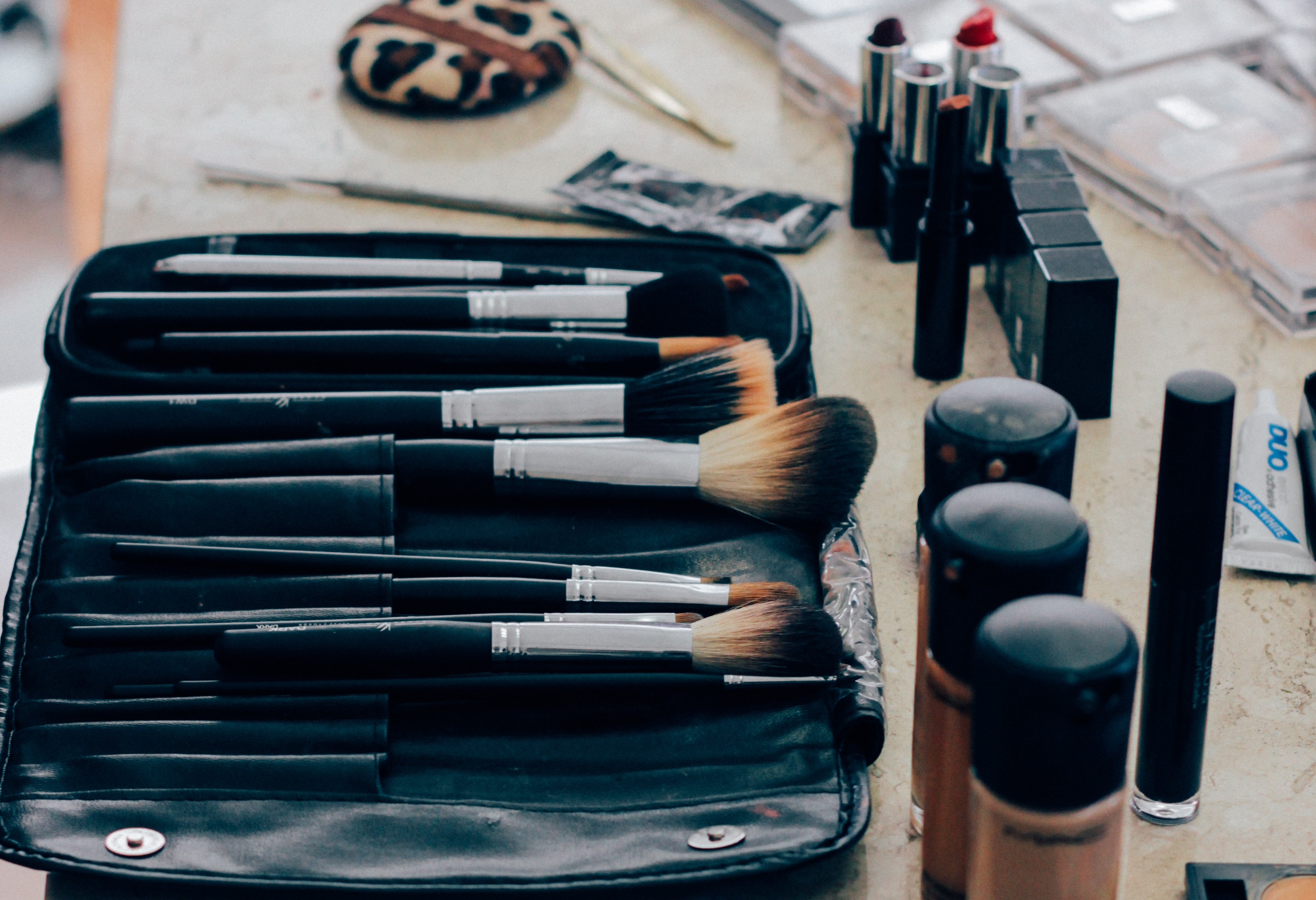 Skip pricey makeup setting powder and use the $9 Mehron Makeup Setting Powder that pros swear by. (Image: Manu Camargo)