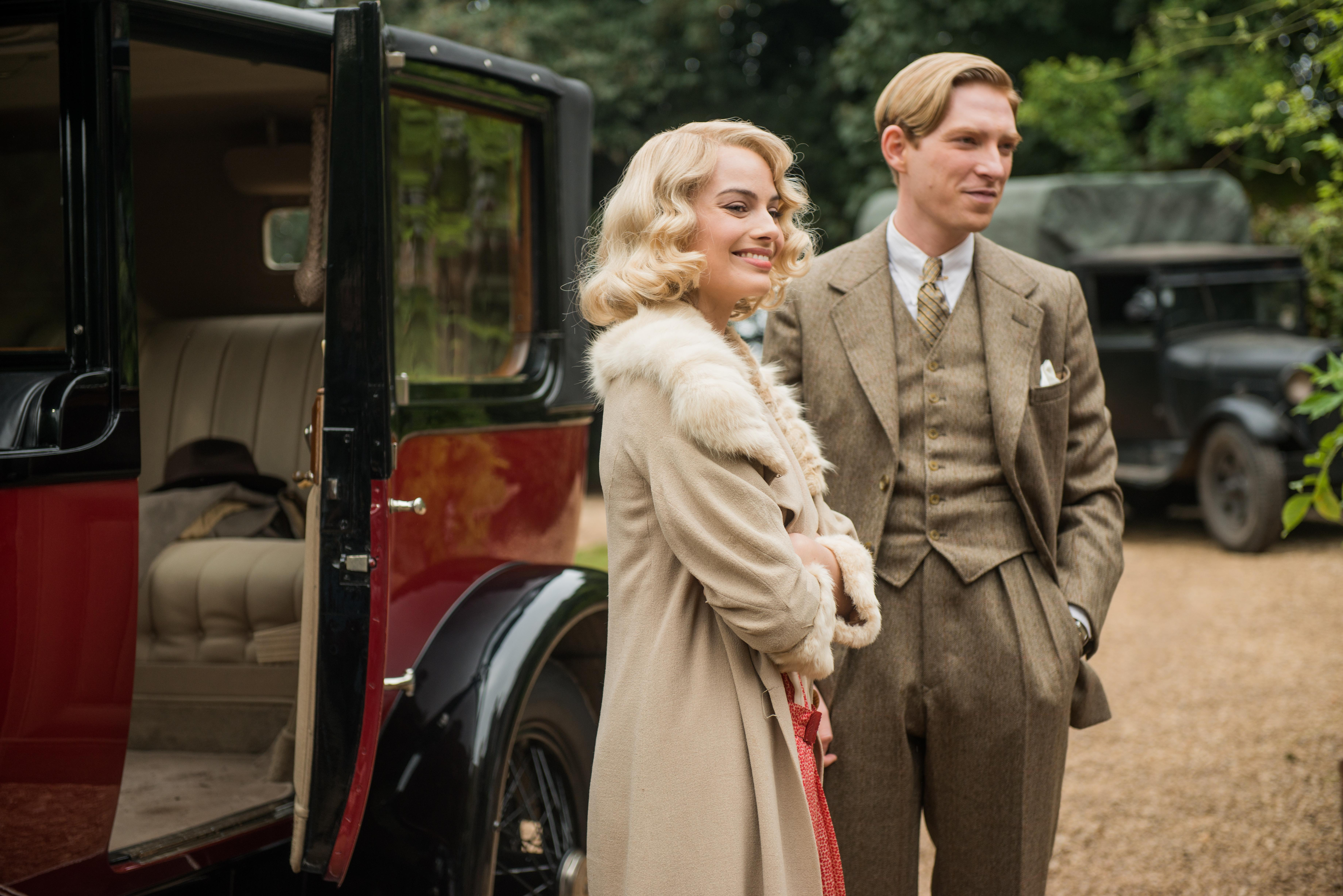 Margot Robbie and Domhnall Gleeson in the film GOODBYE CHRISTOPHER ROBIN. Photo by David Appleby. © 2017 Twentieth Century Fox Film Corporation All Rights Reserved