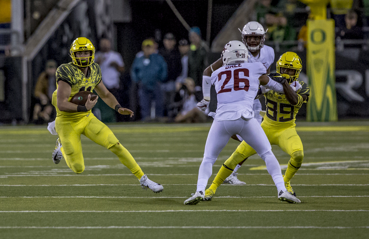 Oregon quarterback Braxton Burmeister (#11) carries the ball on a quarterback keeper. The Washington State Cougars defeated the Oregon Ducks 33 to 10 on Saturday, October 7, 2017. Saturday's game was the first home loss for the Ducks under new head coach Willie Taggart. Photo by Ben Lonergan, Oregon News Lab
