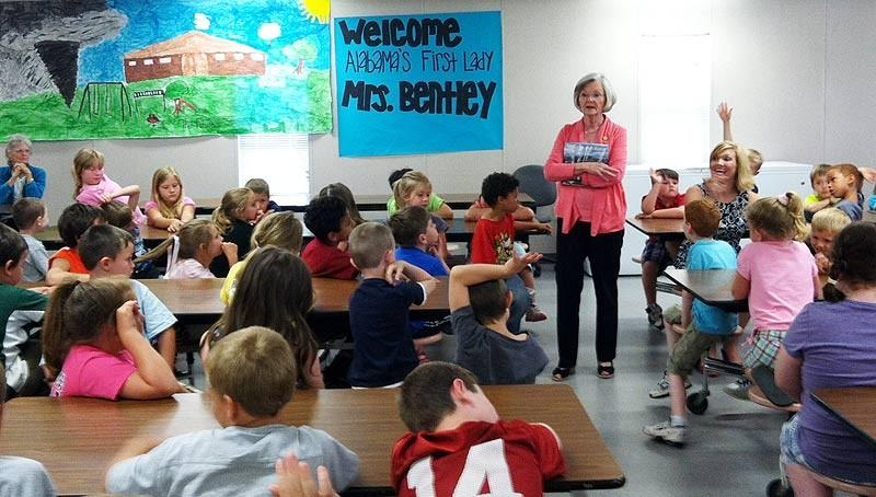 Alabama's First Lady visits Hackleburg School